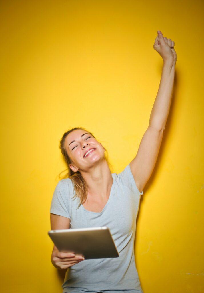 A vállalati nyelvoktatás hatékonyságát nagyban növelik a szórakoztató nyelvórák és a nevetés.