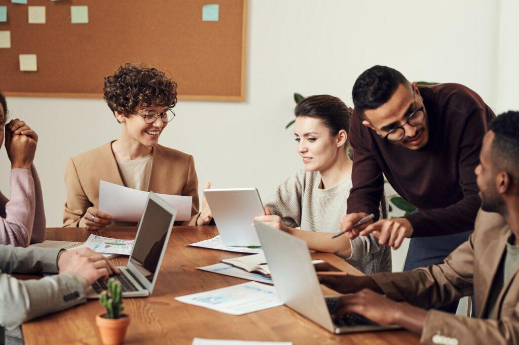 A csoportos angol nyelvtanulás egyik legfontosabb előnye az élmény tanulás alacsony stressz szinten.